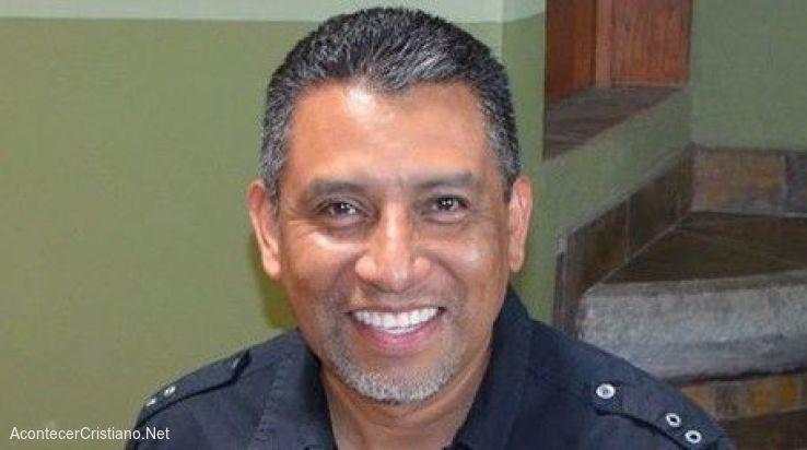 Pastor mexicano Alfrery Líctor