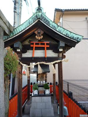 三郷橋稲荷神社祠