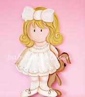 silueta de madera infantil nena con conejito babydelicatessen