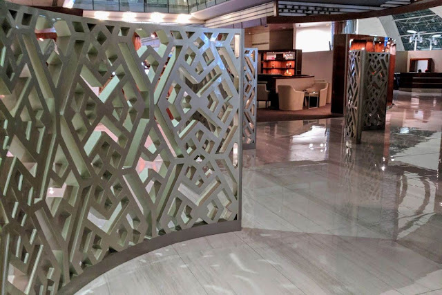 Emirates Business Class Lounge in Dubai International Airport
