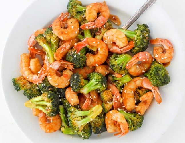 20-Minute Skinny Sriracha Shrimp and Broccoli #healthymeal #lowcarb