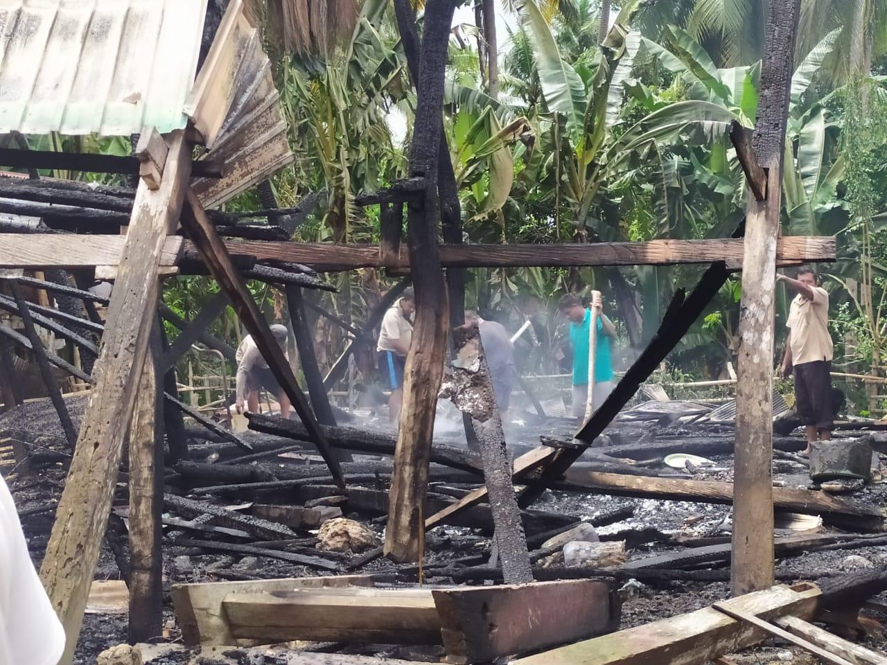 Diduga Korslet, 1 Unit Rumah di Kaburu Selayar Hangus Terbakar