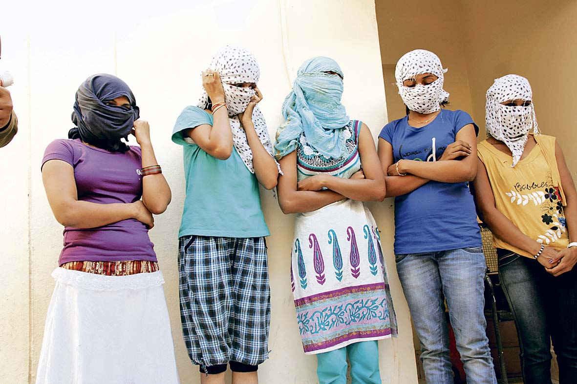 हैदराबाद: सेक्स रैकिट का भंड़ाफोड़, अभिनेत्री को बचाया गया - Sex Workers Arrested