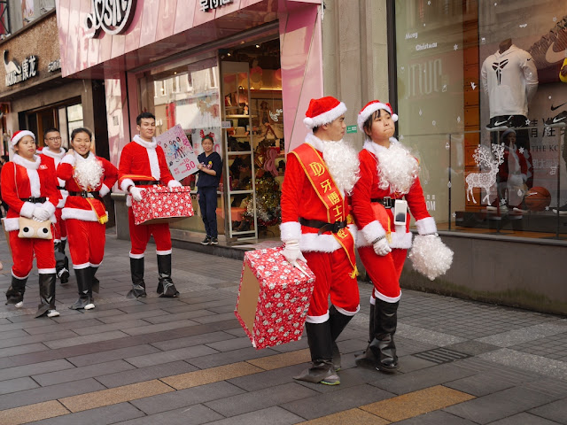 more people dressed up as Santa