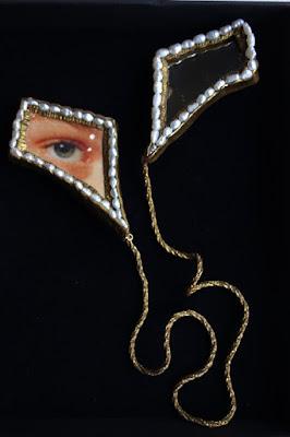 Broche double Lovers' Eyes, Si loin si proche. Delphine R2M, La Fille du Consul, bijou contemporain de Saint Valentin
