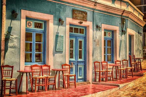 Einen Monat lang Bars und Restaurants mit Fensterläden