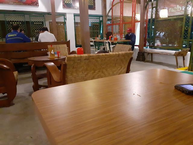 Dekorasi rumah makan sate Maranggi