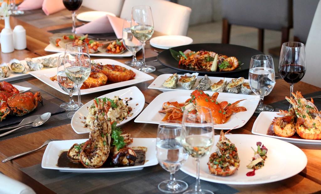 3 nhà hàng dành cho những người thích ăn buffet tôm hùm tại Tp.HCM