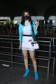 Bollywood Actress Kriti Sanon Latest Pics Spotted At Airport