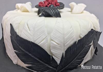 gâteau oiseaux, gâteau plumes, gâteau braséro, cake design, pâte à sucre, sponge cake, crème au beurre, patissi-patatta