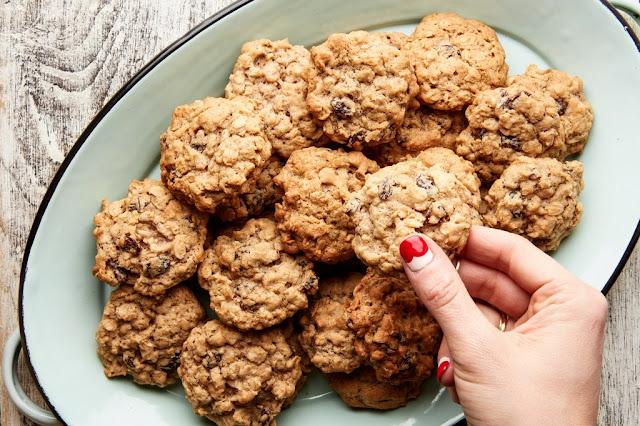 Vanishing Chocolate Chip Oatmeal Cookie Bar Recipe