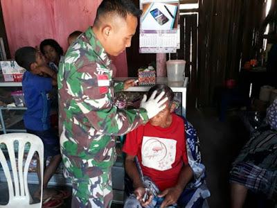 Satgas Yonif Raider 408/SBH Memberikan Pelayanan Kesehatan Saat Libur Lebaran