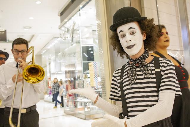 Atração mímico para interação com público do Shopping Patio Higienópolis SP.