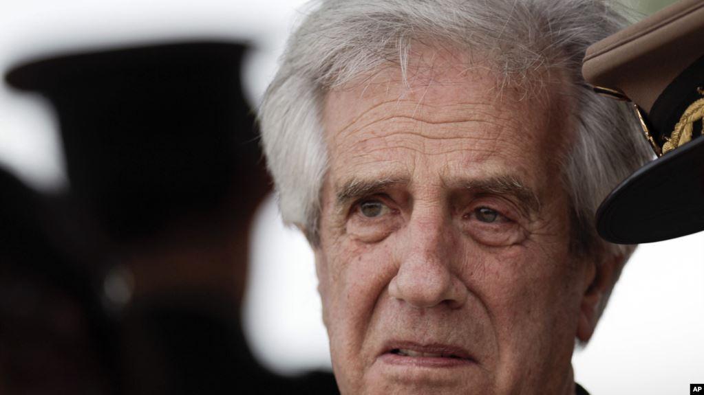 El presidente Tabaré Vázquez, de 79 años, señaló previamente al comunicado del viernes 23 de agosto de 2019 que se siente bien y que no ha tenido síntomas de la enfermedad / AP