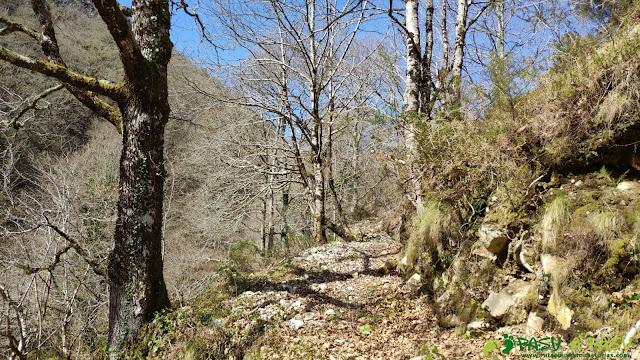 Saliendo de Semeldón hacia el Valle de Piedrafita