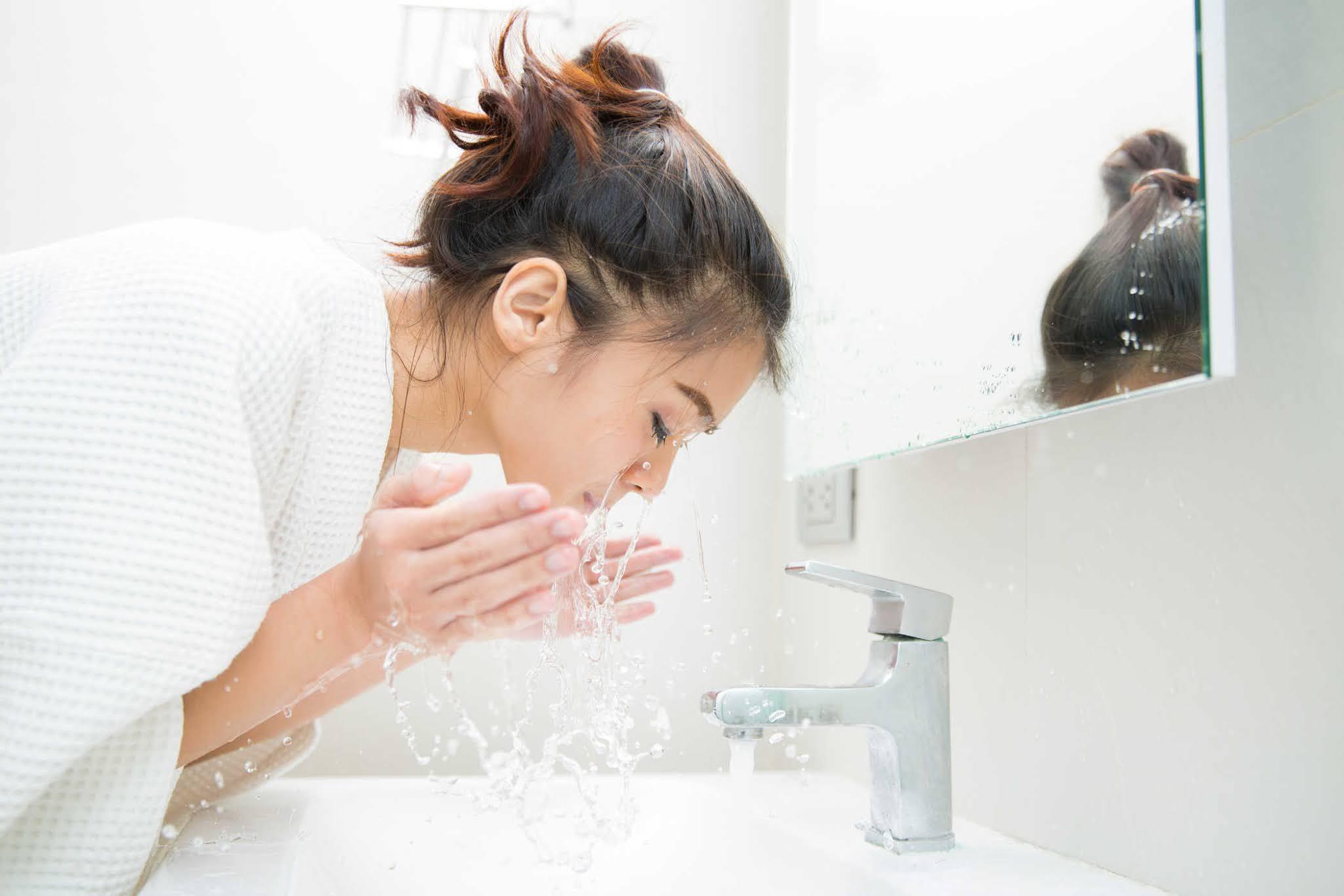 Mỗi ngày chỉ nên rửa mặt tối đa 2 lần/ngày.
