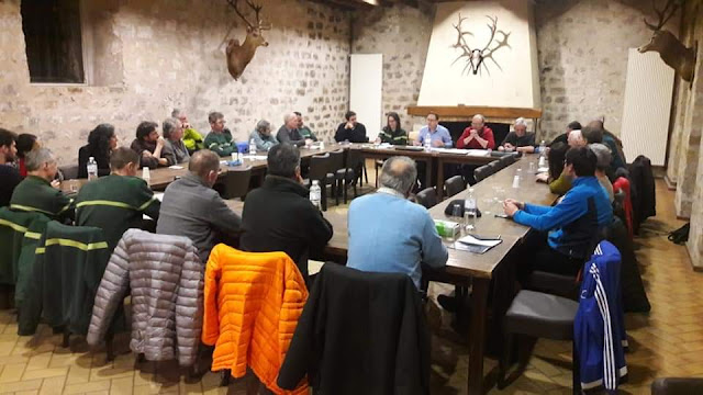 La première réunion de la Commission Escalade de Bleau se tenait mercredi soir à l'Ermitage de Franchard