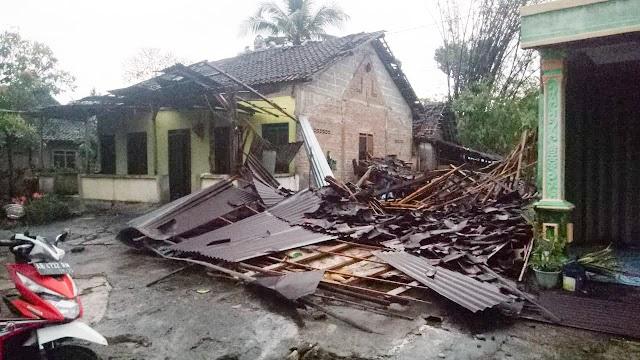 Sedikitnya 50 Unit Rumah Rusak Parah Diterjang Angin Puting Beliung
