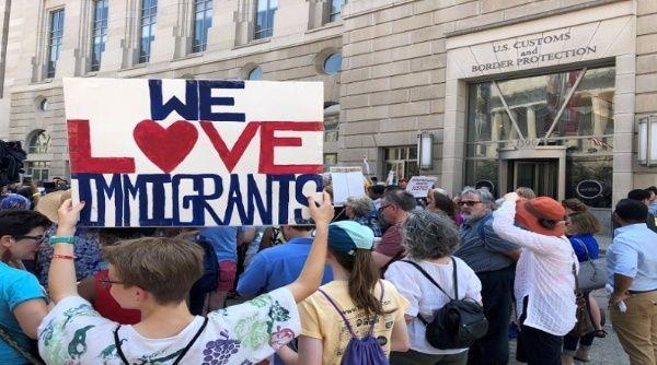 """Mayoría de estadounidenses apoyan a los """"dreamers"""", según sondeo"""