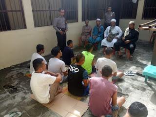 Polisi Berikan Pembinaan Rohani Dan Mental Para Tahanan