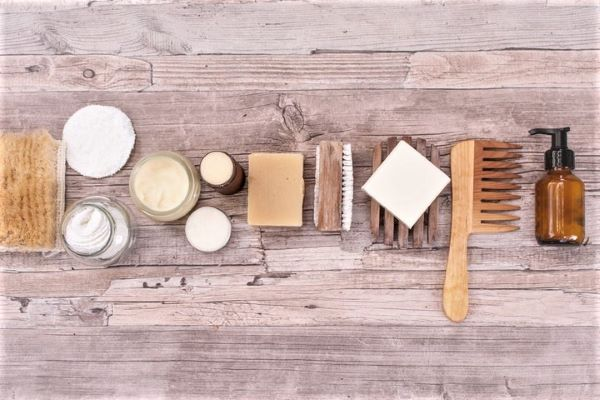 Cosmetics with a sustainable heart: products with reusable packaging