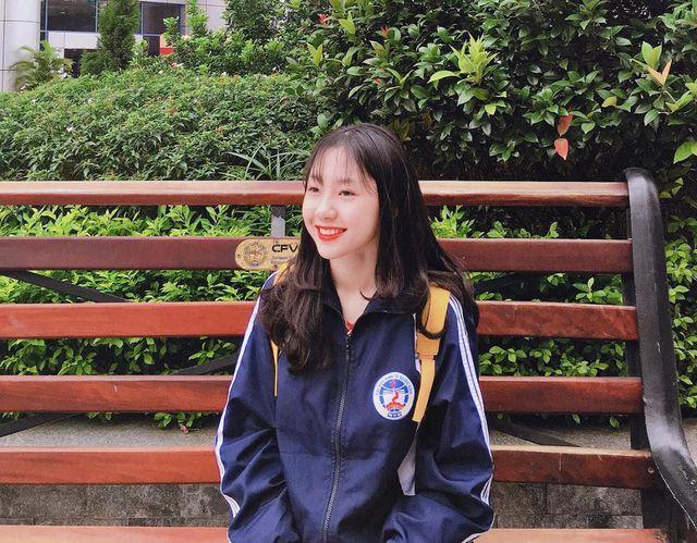 Nữ sinh xứ Nghệ mới vào đại học đã nổi rần rần vì vẻ ngoài tươi tắn