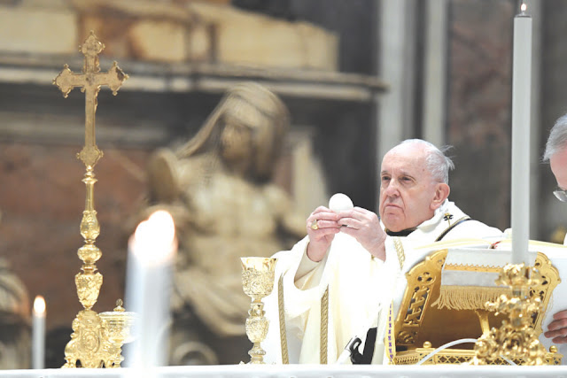 Pope changes Church law to enshrine roles for women