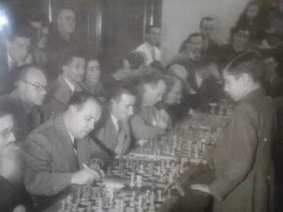 Simultáneas de ajedrez de Arturito Pomar en Mataró en 1946 (2)