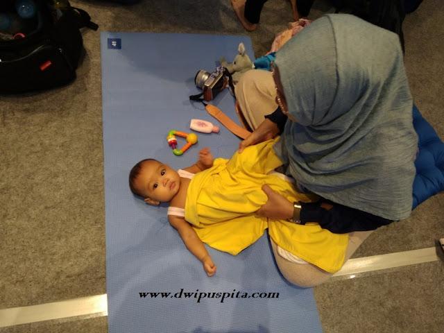 Cara Pijat Bayi Yang Benar Dengan Sentuhan Cinta