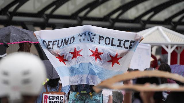 Alcaldesa de Chicago llama a denunciar abusos de agentes federales enviados por Trump para demandarlo ante cualquier irregularidad