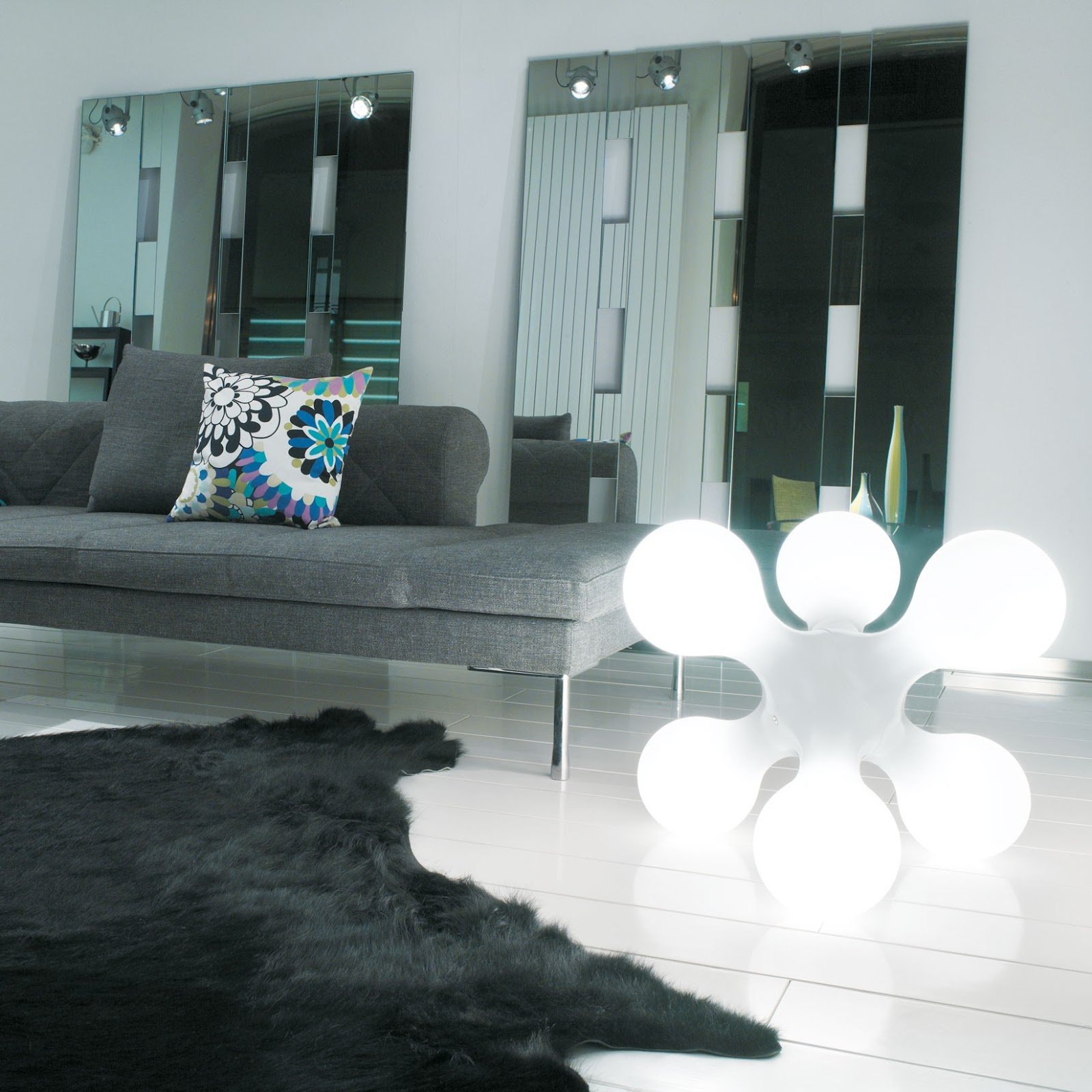 Ultra Modern Table Lamps Atomium Ultra Modern Contemporary White Atomium Table