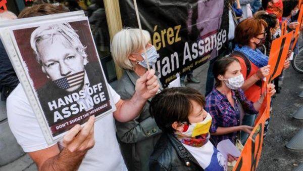 Audiencia de Assange en Reino Unido es pospuesta por Covid-19