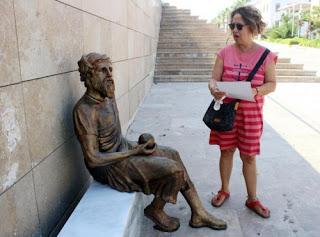 Τουρκία: Έφτιαξαν άγαλμα του Αναξαγόρα με σαρίκι στο κεφάλι