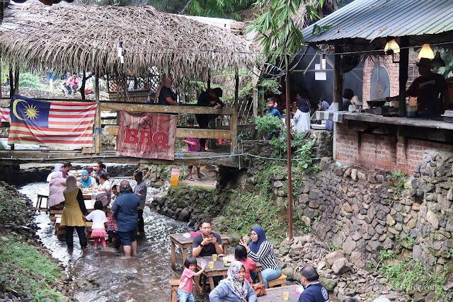 Pengalaman Makan Dalam Sungai Di BBQ Lamb KL Kemensah,