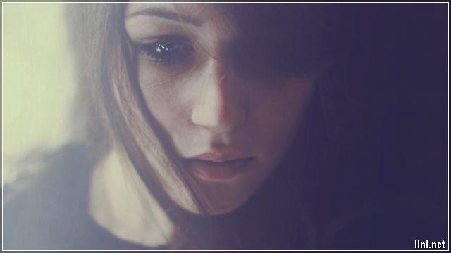 ảnh cô gái khóc buồn 1 mình