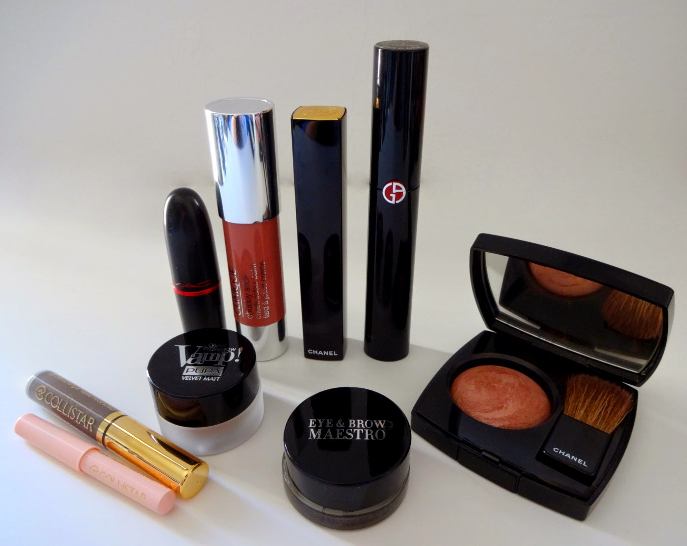 make up preferiti ottobre 2014, chanel blush, armani eye & brow maestro, mascara armani ecstasy, pupa vamp eye shadow matt, mac viva glam 2, collistar gel sopracciglia, chanel rouge allure gloss