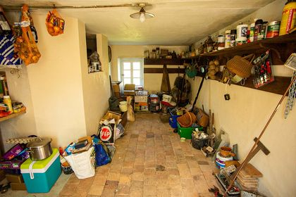 Onions, renovations, floor joists, tomets, oak flooring