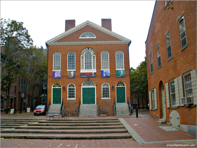 Old Town Hall en Derby Square, Salem