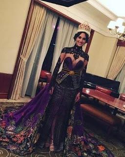 Foto Kebaya Korset Indah Miss Internasional Songket Palembang