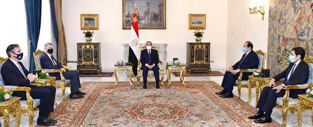 الرئيس السيسي يستقبل رئيس المخابرات البريطانية بحضور السيد عباس كامل رئيس المخابرات العامة