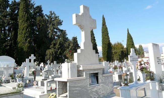 «Έθαψε» όλους τους συγγενείς της για να παίρνει χρήματα για την κηδεία τους!