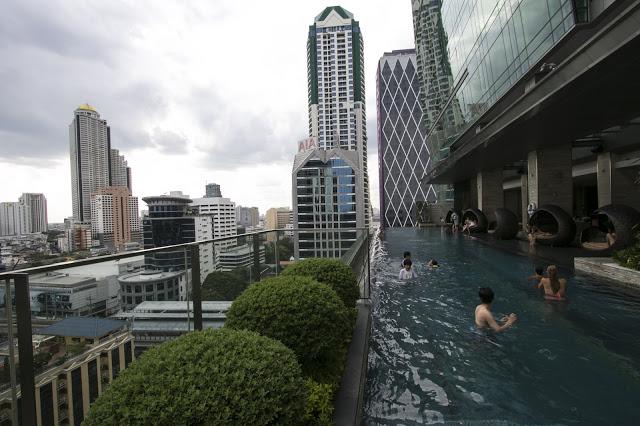 Infinity pool dell'hotel Eastin Grand hotel Sathorn-Bangkok