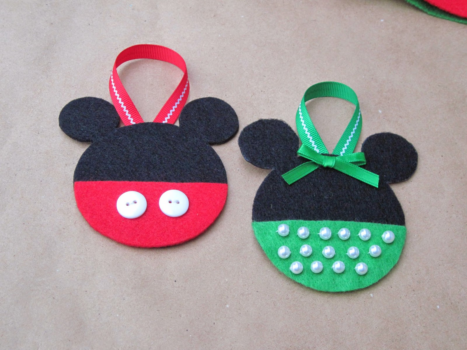 Confessions of a Holiday Junkie!: Mickey and Minnie Mouse ...