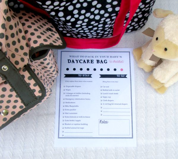 How to pack the perfect daycare bag for the baby or infant of a working mom: Free printable checklist