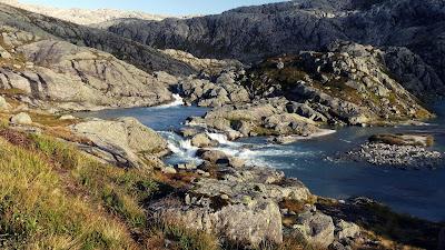 rzeka obok lodowca Folgefonna