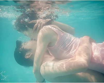 erotic couples underwater jpg 1080x810