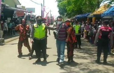 Polisi Bantah Tangkap Warga yang Bentangkan Poster saat Kunjungan Jokowi, Alasannya Tak Masuk Akal Banget....
