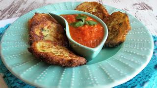 Кюфтета от тиквички с апетитен доматен сос - рецепта