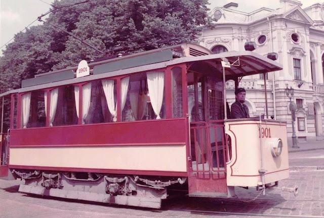 1984 год. Рига. Ретро-трамвай и его первый водитель Лаймонис Виткус