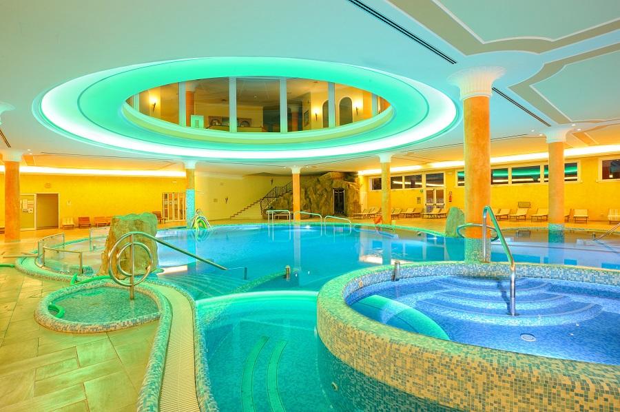 Foto presentazione del libro all 39 hotel all 39 alba ad abano terme pd per una buona vita - Hotel a castrocaro terme con piscina ...